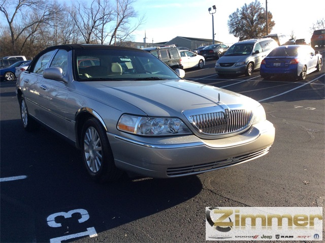 Pre Owned 2004 Lincoln Town Car Ultimate